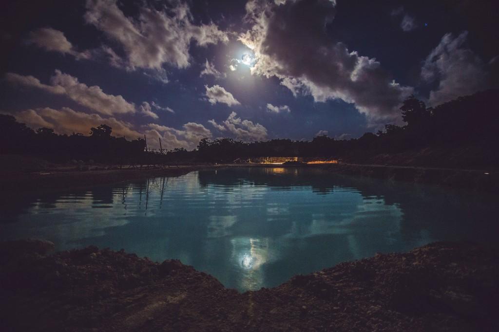 DAY-ZERO-moon-valley-night
